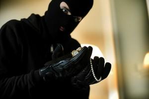 voleur par la porte